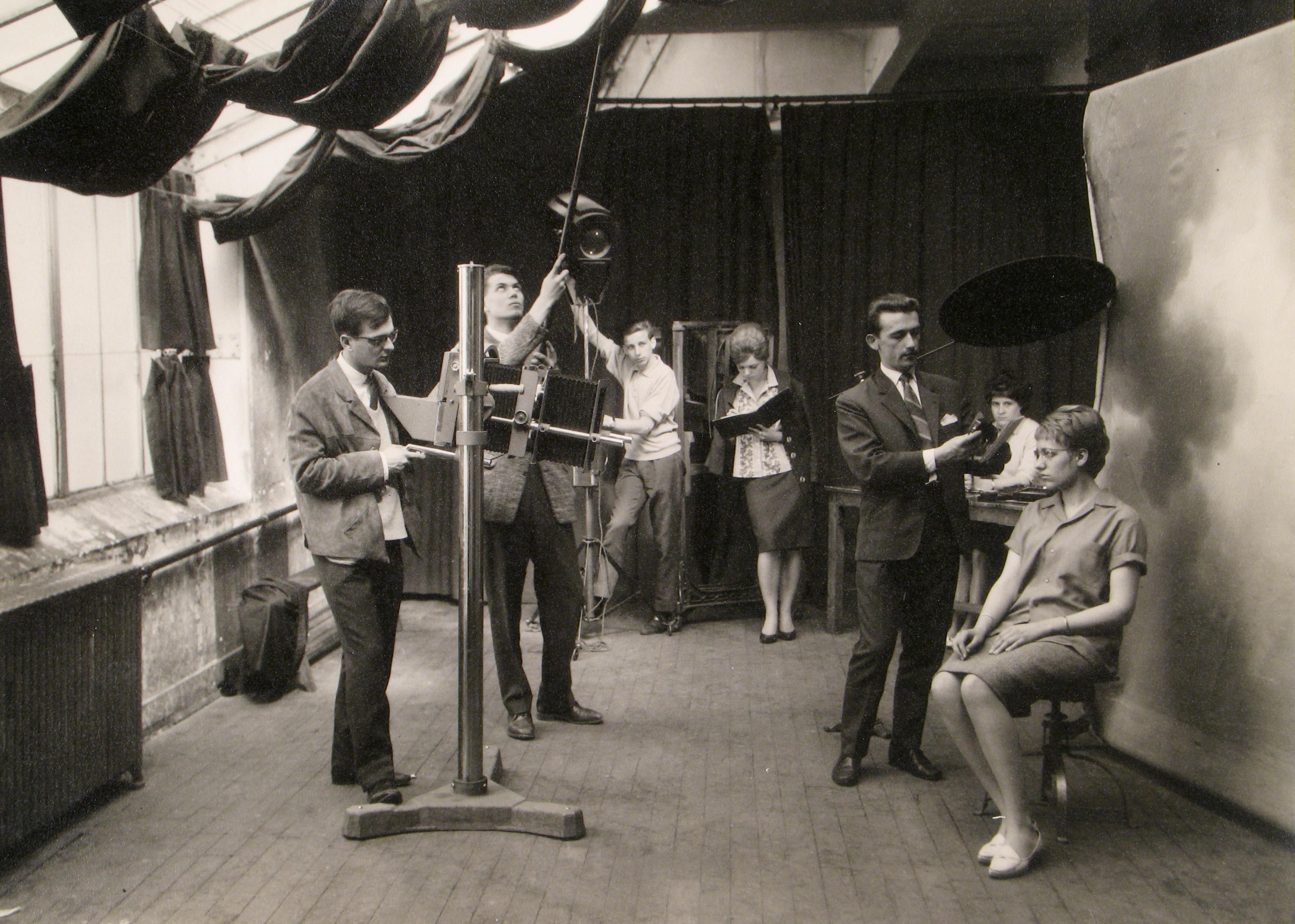 Cours de portrait en studio photographique, années 30