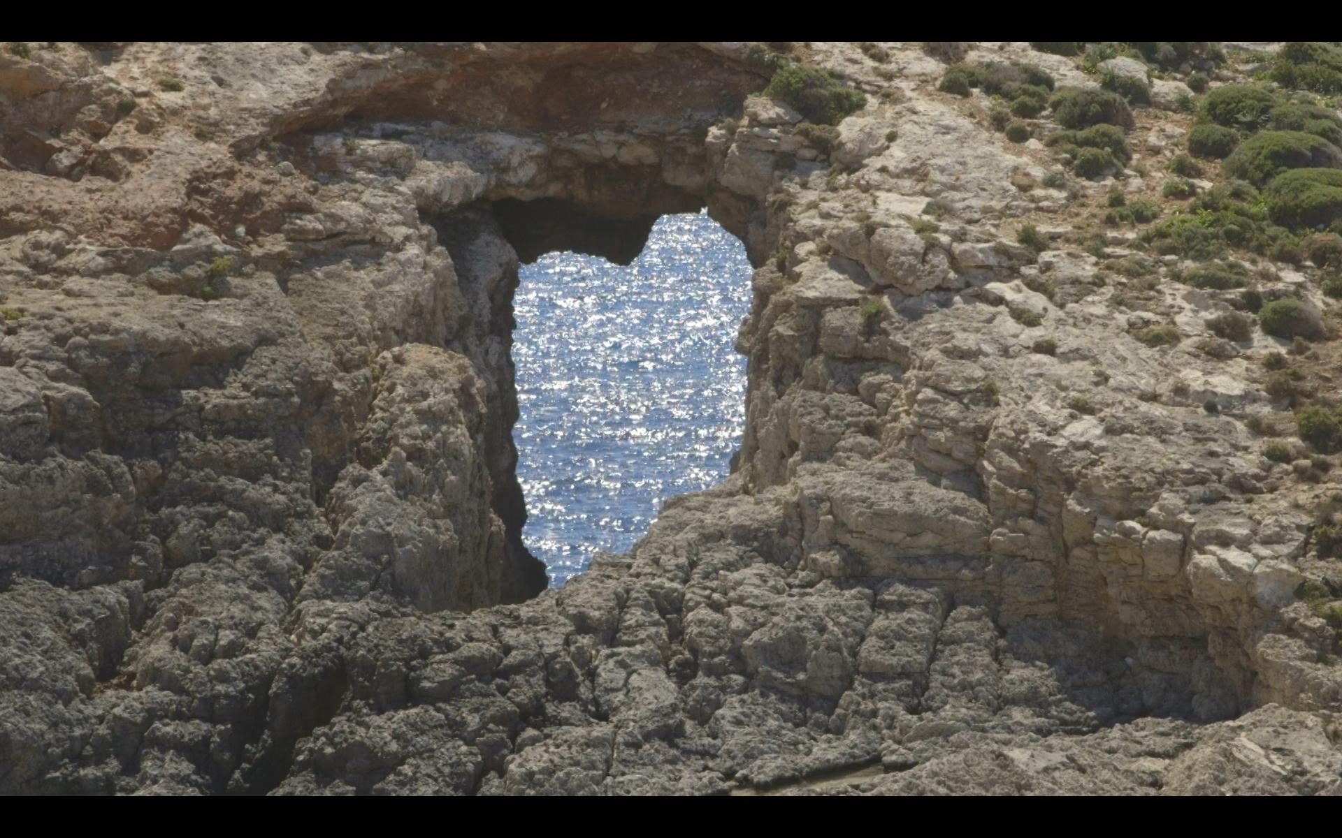 heart in the rocks
